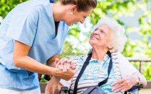 điều dưỡng chăm sóc người già