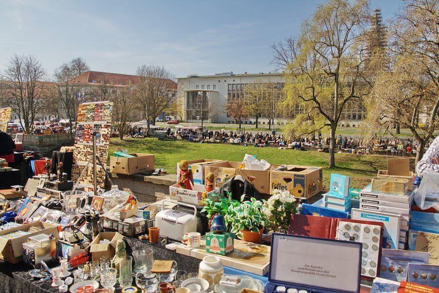 những món đồ được bày bán ở Flohmarkt