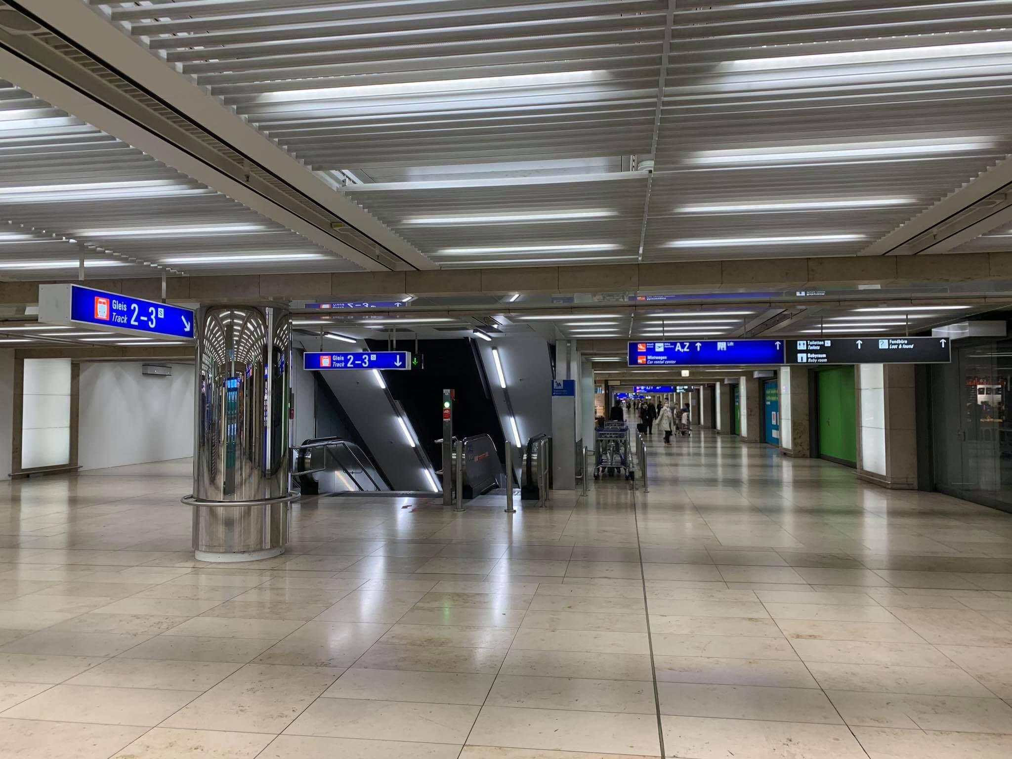 Sân bay Frankfurt - Đường đi ra bến tầu ICE và chỗ đậu xe