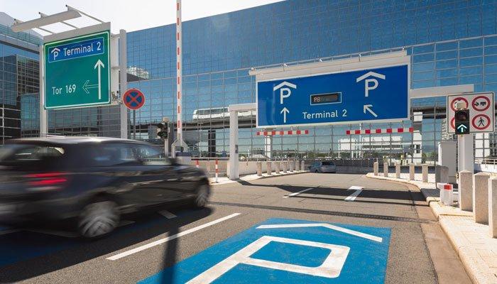 Sân bay Frankfurt - đậu xe auto