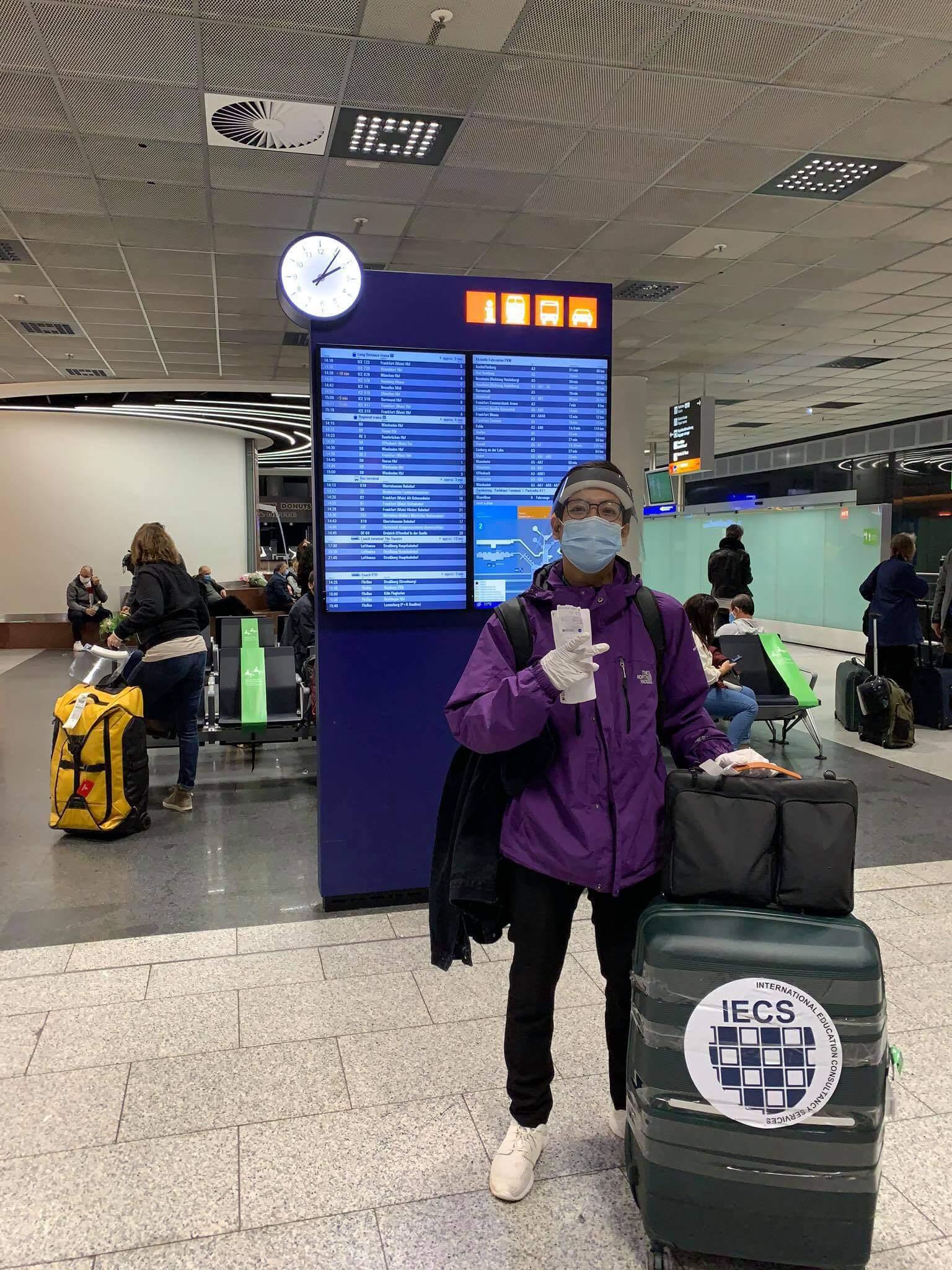 Sân bay Frankfurt - đón học sinh của IECS thời covid 19