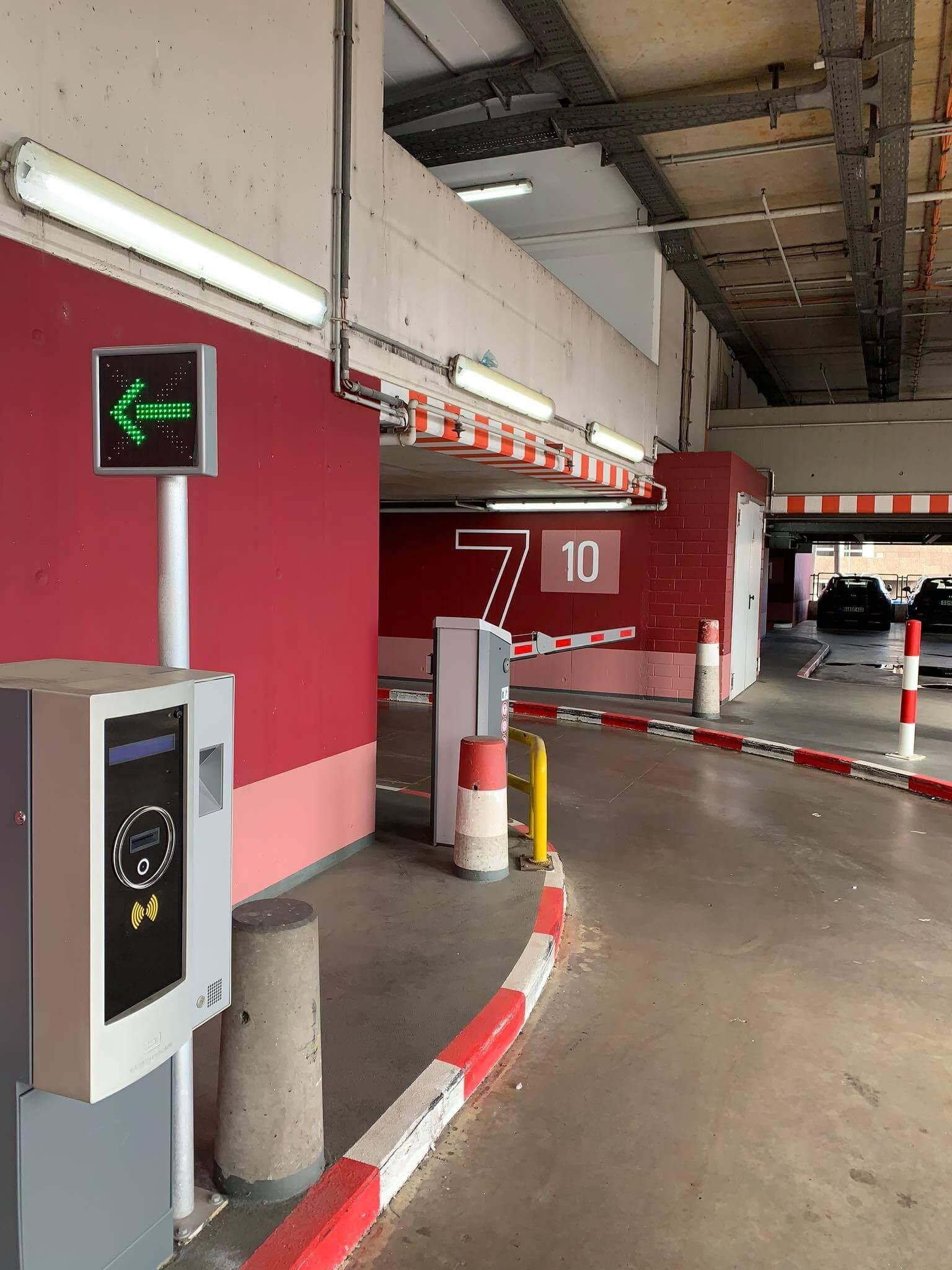 Sân bay Frankfurt - gara đậu xe oto