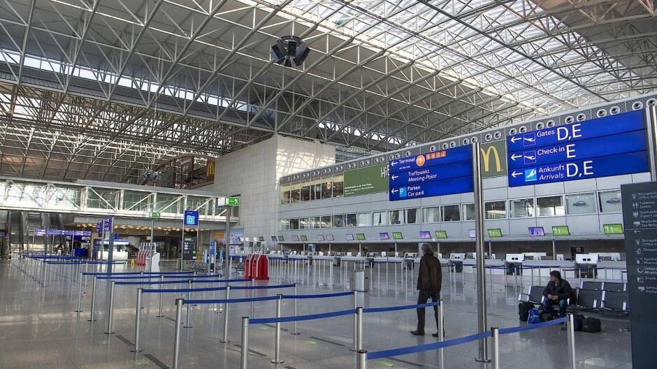 Sân bay Frankfurt - Sảnh check-in Vietnam Airline tại Terminal 2