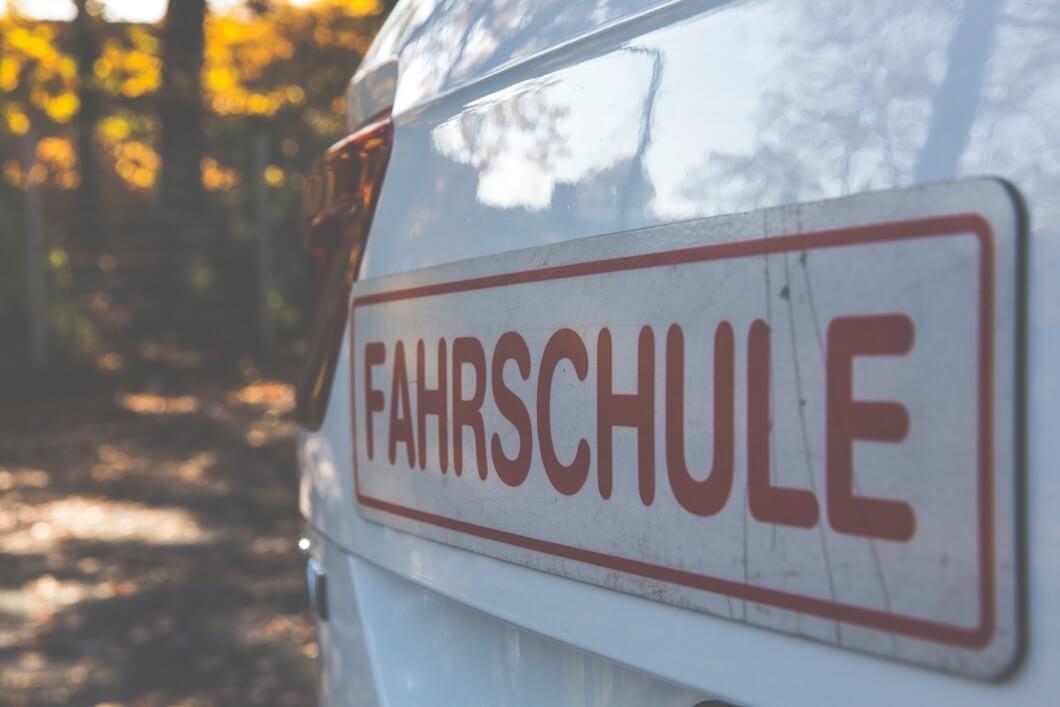 Xe tập lái của trường dạy lái xe tại Đức