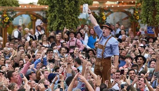 Uống bia ở Đức